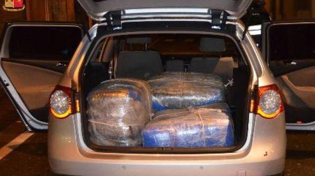 Bologna, la droga trovata dalla polizia nell'auto