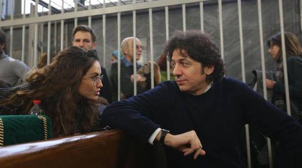 Marco Cappato in aula con la moglie (Lapresse)