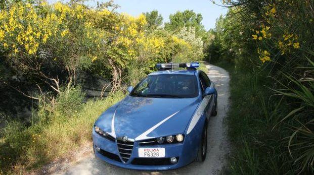 La volante della polizia a Urbino: intervento a Piansevero