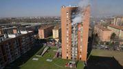L'incendio nel palazzo di via Cogne (Newpress)
