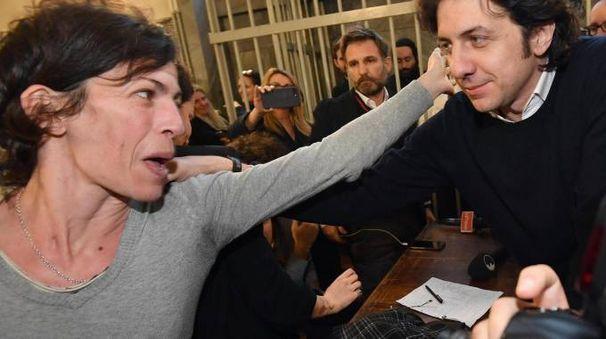 Valeria Imbrogno, fidanzata di Dj Fabo, con Marco Cappato dopo la lettura dell'ordinanza