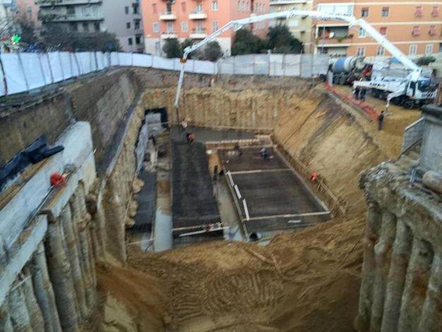 Una veduta del cantiere prima del crollo di una parte di strada nel quartiere Balduina, a Roma (Ansa)
