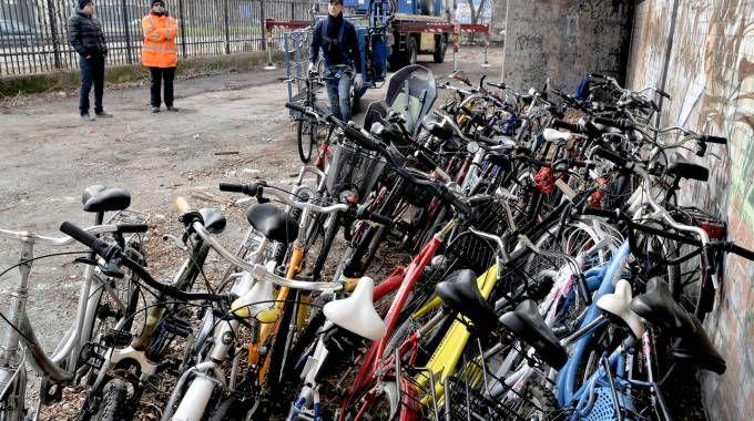 Le biciclette ritrovate sul tetto