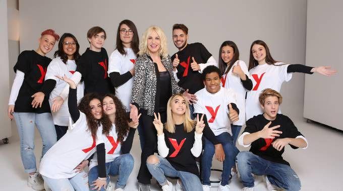 Antonella Clerici e i 12 giovani in gara a SanremoYoung