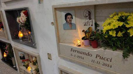 La tomba di Fernando Pucci che si trova vicino a quella dei parenti delle sue vittime