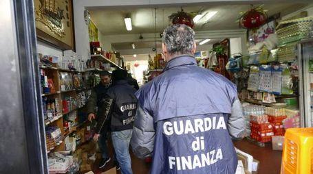 Un momento dell'operazione della Guardia di Finanza (Attalmi)