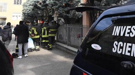 In via Canonici anche il Ris dei carabinieri (foto Schicchi)
