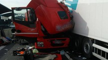 Bologna, incidente tra camion in A14 (foto Vigili del Fuoco)