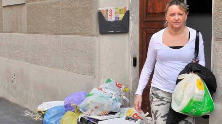 Il porta a porta in Venezia crea malumori: pochi minuti e scattano le multe