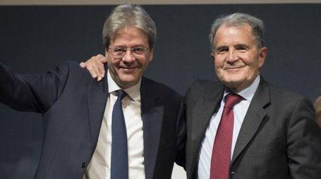 Paolo Gentiloni e Romano Prodi a un'iniziativa di 'Insieme' (Lapresse)