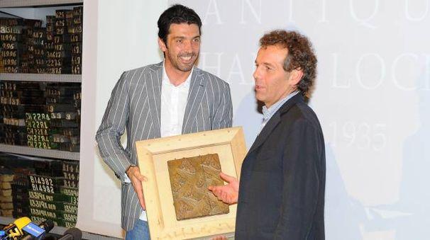 Gianluigi Buffon insieme a Matteo Zucchi