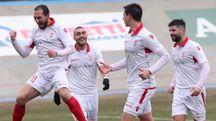 L'esultanza del Forlì dopo il gol di Felici (primo a sinistra)