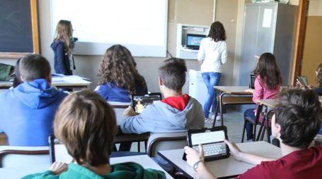 Studenti in classe (foto d'archivio Radaelli)