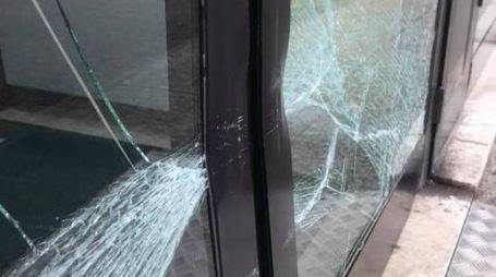La vetrata distrutta