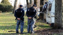 Una pattuglia della Polizia nella zona del Grattacielo (foto Businesspress)