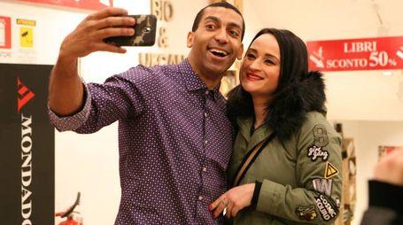 Selfie con una fan per Mudimbi (foto Sgattoni)