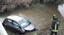 L'auto nel canale a San Bernardino