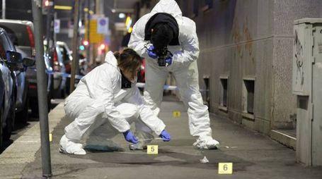 Polizia scientifica sul luogo dell'accoltellamento (Newpress)