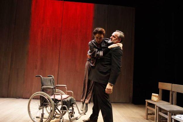 La protagonista viene colpita da una paralisi agli arti inferiori