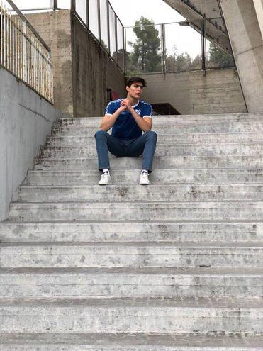 Una foto scattata sui gradini di accesso alla curva
