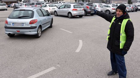 Loris Stecca al parcheggio di via Roma