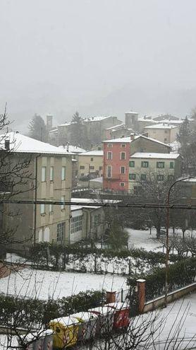Neve nell'entroterra, Urbino imbiancata (foto Pisciolini)