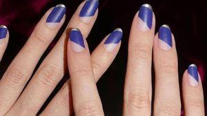 Il blu, colore trendy delle unghie per la primavera 2018 - foto aliciatnails instagram