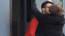 Corona esce dal carcere e abbraccia Silvia Provvedi (LaPresse)