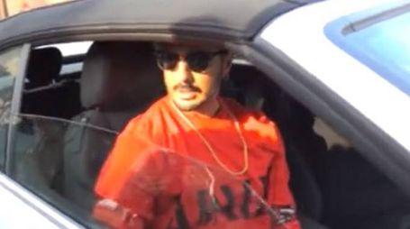 Fabrizio Corona esce dal carcere (fotogramma da video Lapresse)