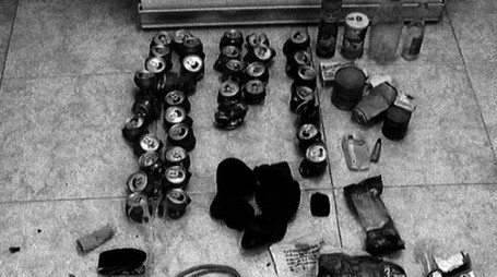 Molte le lattine di birra all'interno del covo