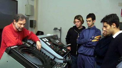 Studenti dell'Artiglio alle prese con le strumentazioni elettroniche per la moderna navigazione