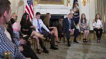 Trump incontra i sopravvissuti alla sparatoria del liceo di Parkland (Ansa)
