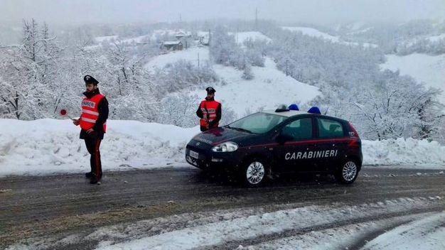 Carabinieri al lavoro per la neve a Castiglione dei Pepoli