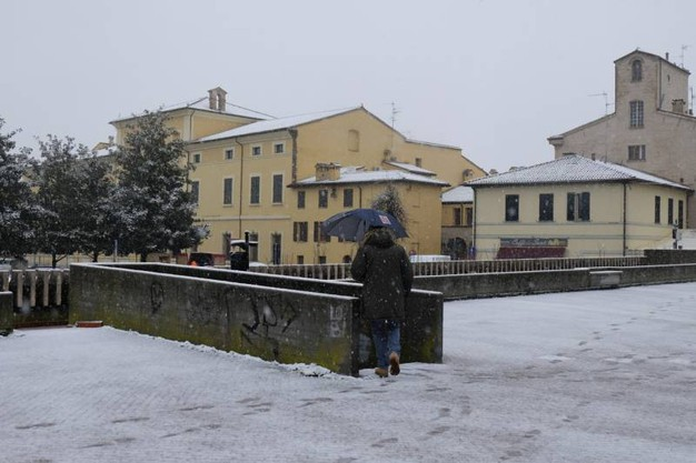 Neve effetto cartolina in città mentre a  Campigna, ai 1.450 metri dei Fangacci siamo a 1 metro e 20 e nel crinale si superano ormai i 2 metri (Foto Frasca)