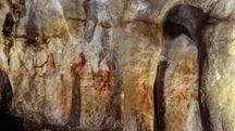 Pitture rupestri dei Neanderthal trovate nella grotta La Pasiega (Ansa)