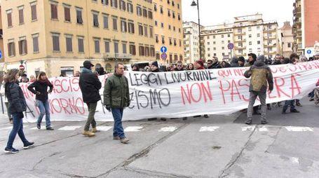 La contestazione a Salvini (Foto Novi)