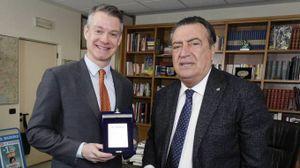 Il console con il direttore de La Nazione Francesco Carrassi