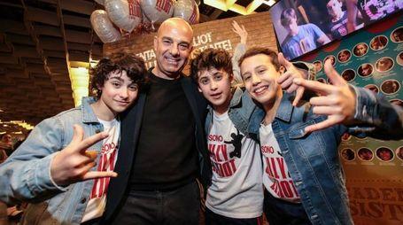 Matteo Valentini, Davide Fabbri e Tancredi Di Marco col regista Massimo Romeo Piparo