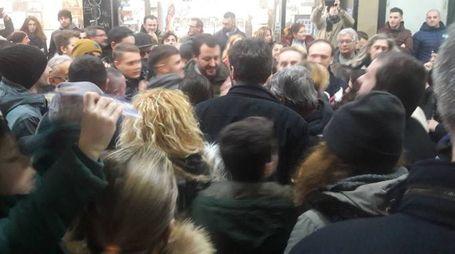 Matteo Salvini nella centralissima galleria «Da Vinci» a Massa