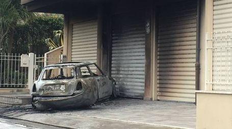 Auto a fuoco a Porto Sant'Elpidio (foto Marisa Colibazzi)