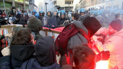 Tafferugli a Milano al presidio antifascista (Newpresse)