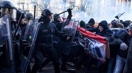 Scontri antifascisti e forze dell'ordine
