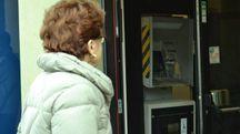 Il bancomat fatto saltare ieri notte in piazza Vesalio