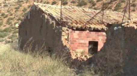 Il rudere vicino ad Albalate dove ha trovato rifugio Igor il russo