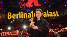 Festival di Berlino 2018, Adina Pintilie con l'Orso d'oro (Lapresse)