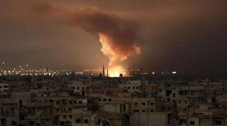 Bombardamenti nel Goutha siriano (Afp)