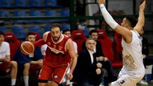 Riccardo Castelli in azione contro la Bondi a Ferrara, per lui 11 punti (foto Businesspress)