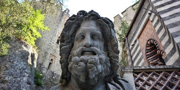 Statua alla Rocchetta Mattei