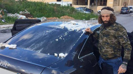Brumotti allo Zen di Palermo, l'auto danneggiata (Ansa)