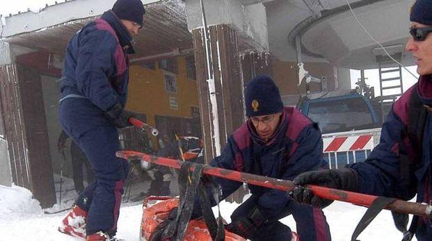 Si lavora per aiutare chi è in difficoltà sulla neve